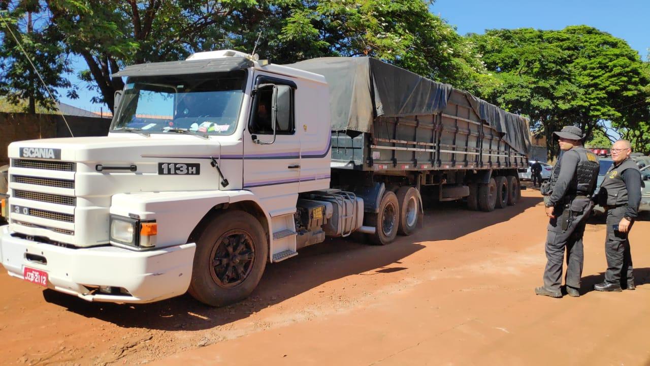 Carreta apreendida na fronteira transportava mais de 20t de maconha