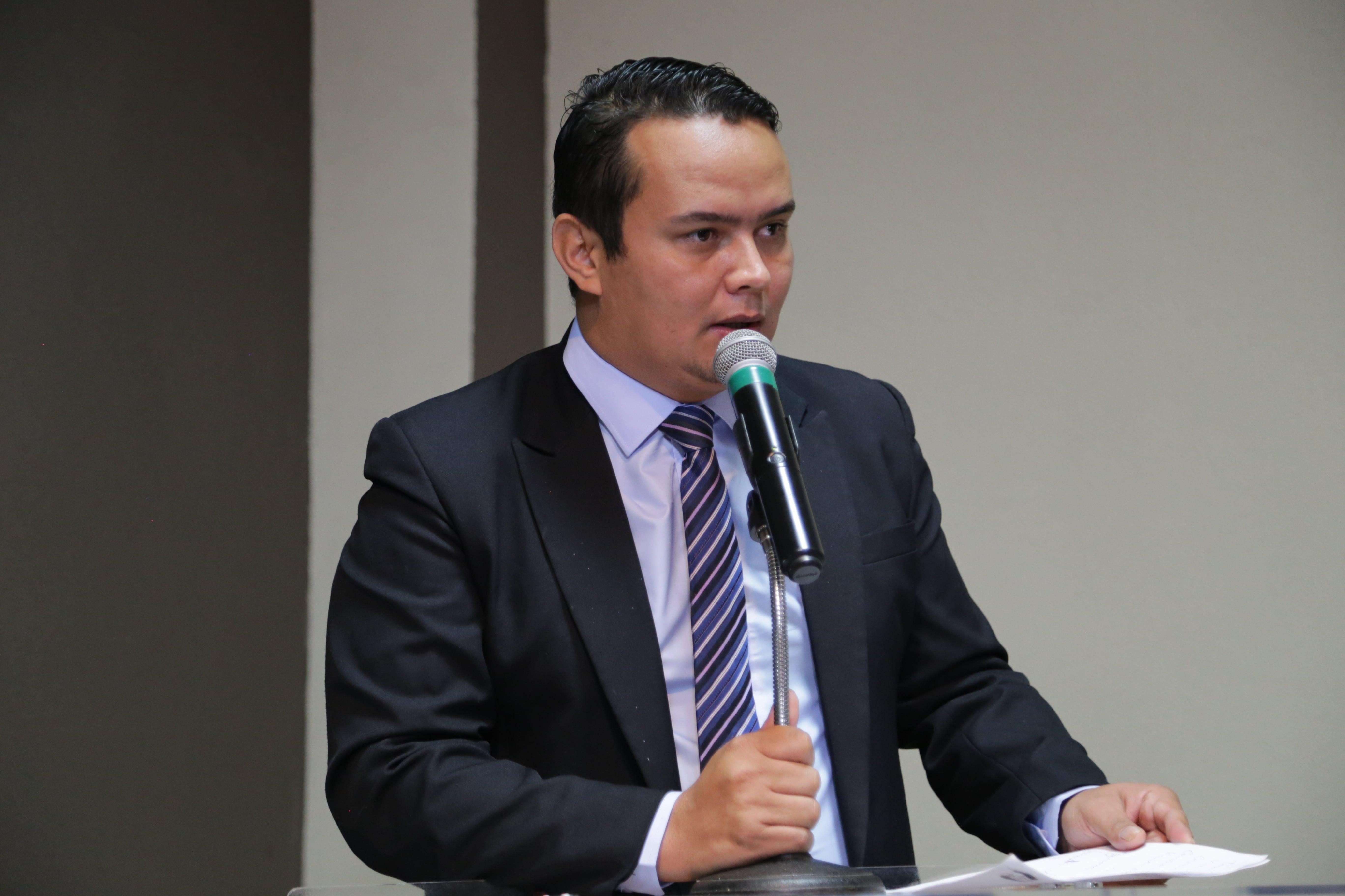 Edinho Quintana pede ampliação da área de lazer na Escola Municipal Marcondes Fernandes